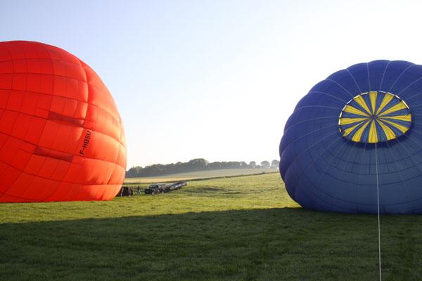 Gonflage des deux montgolfières