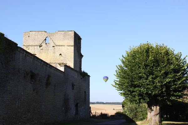 La montgolfière de Maria se prépare à l'atterrissage à Hautevernes