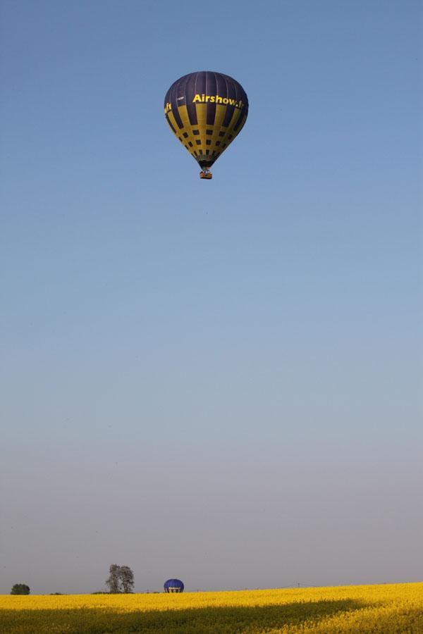 les deux montgolfièers en l'air