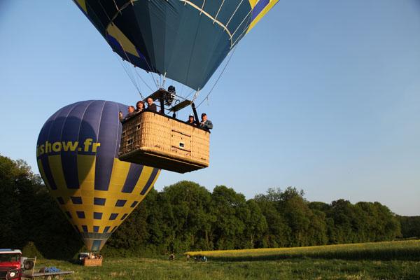 18 h 34 Décollage de la première montgolfière