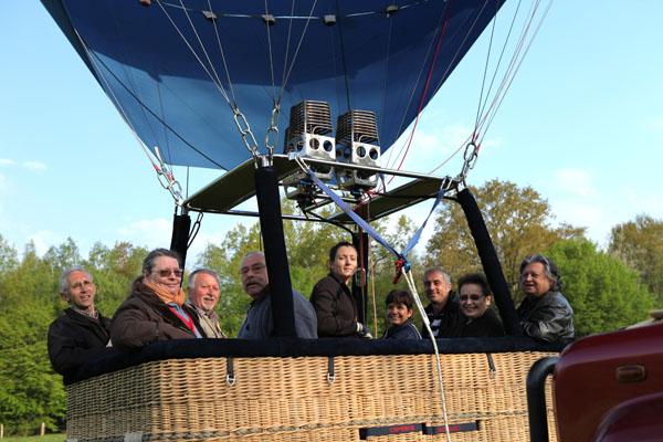 7 h 49 Tout le monde est à bord de la montgolfière