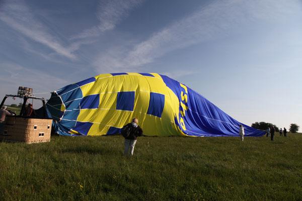 8 h 20 La montgolfière se dégonfle