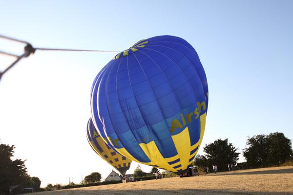 Les deux montgolfières debout