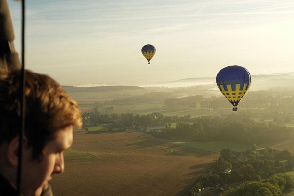 Survol en montgolfière de la vallée de l'Epte dans la brume
