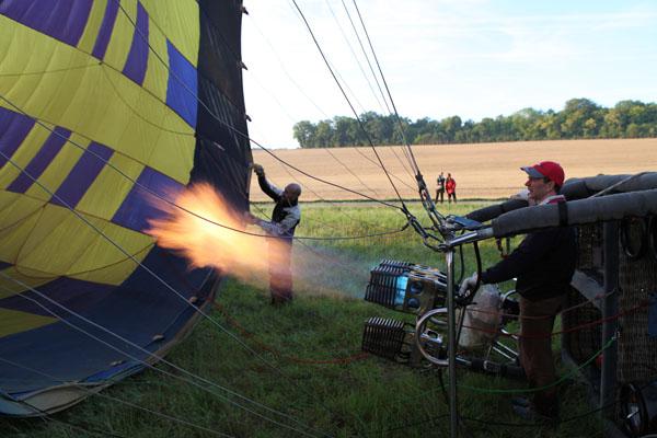 Gonflage de la première montgolfière
