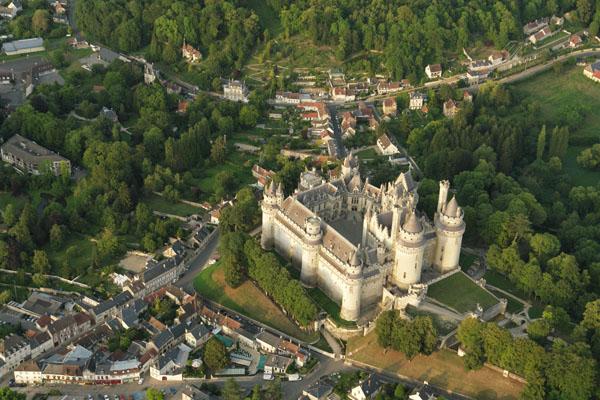 Pierrefonds. Le château, les jardins, vus du ciel