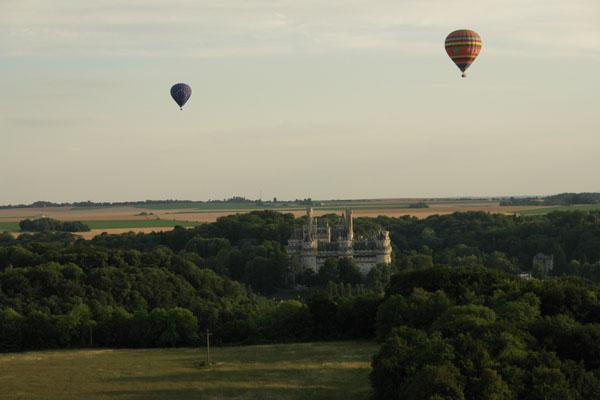 Deux montgolfière au dessus de Pierrefonds