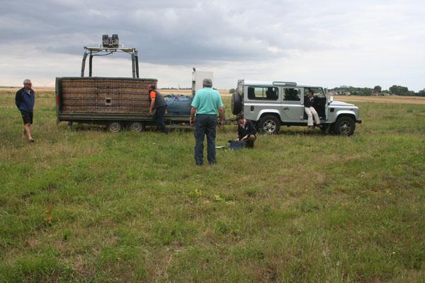 Arrivée des montgolfière sur le terrain (Richeville)
