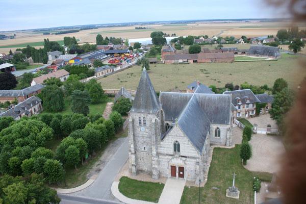 Survol de Heudicourt en Montgolfière. L'église