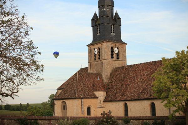Le second ballon derrière l'église