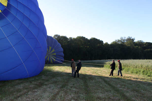 C'est la montgolfière, qu'il faut regarder, pas le photographe