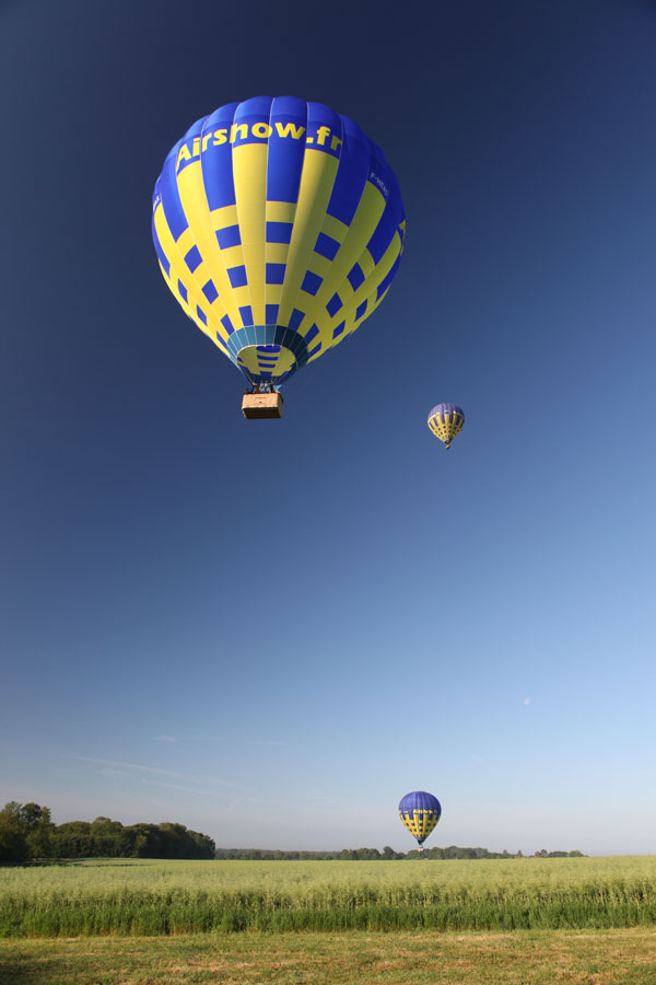3 montgolfières dans le ciel de Picardie