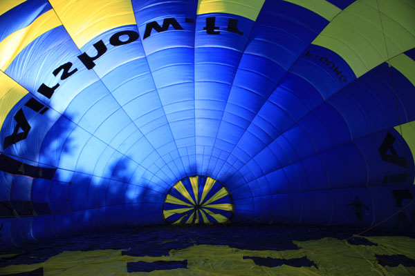 L'enveloppe de la montgolfière vue de l'intérieur