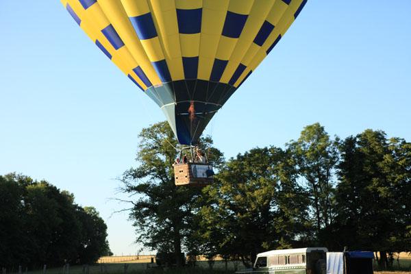 Décollage de la première montgolfière