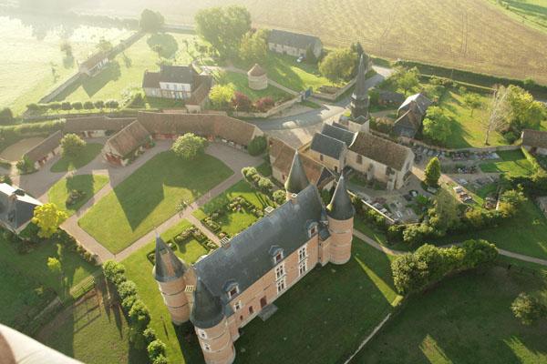 Survol en montgolfière du Château de Hannaches